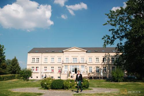 Aussenansicht der Hochzeitslocation Gut Gnewikow bei Berlin.