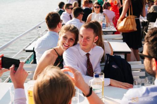 Eine Bootstour im Anschluss an die Freie Trauung Freie Trauung bei der Hochzeitslocation Gut Gnewikow bei Berlin