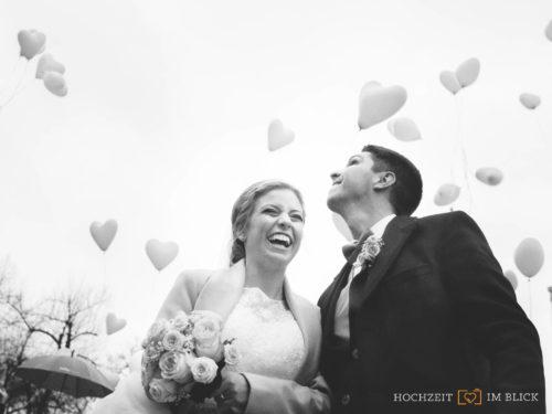 Gratulation nach der Kirchlichen Hochzeit in Düsseldorf