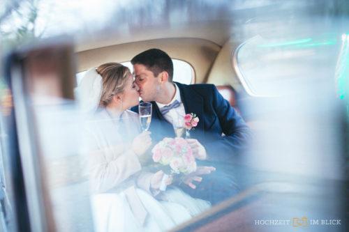 Brautpaarshooting durch unseren Hochzeitsfotografen im Winter in Düsseldorf