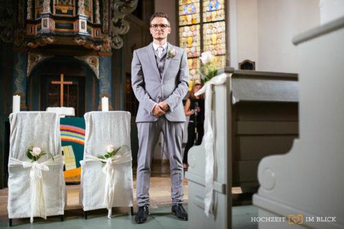 Hochzeit in einer Kirche in Hattingen, fotografiert von unserem Hochzeitsfotografen Richard.