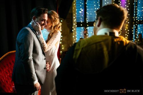 Trauung im Event-Theater Schwanenhöfe, fotografiert von unserem Hochzeitsfotografen aus Düsseldorf.