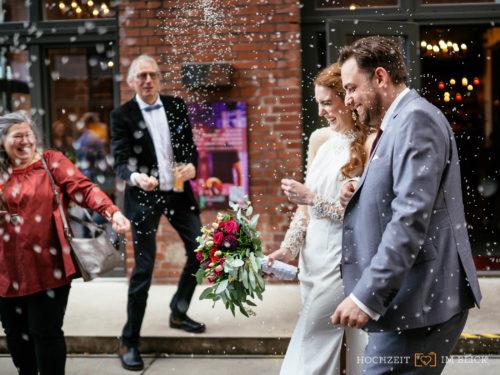 Hochzeit im Event-Theater Schwanenhöfe, fotografiert von unserem Hochzeitsfotografen aus Düsseldorf.