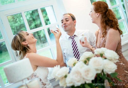 Gäste feiern an der Hochzeitslocation Hoher Darsberg