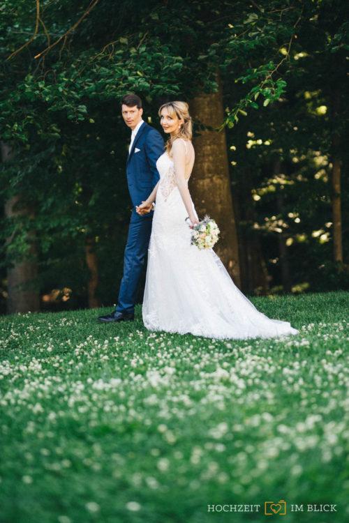Hochzeitsporträts von Magdalena und Sebastian nach der Trauung an der Hochzeitslcoation Hoher Darsberg.
