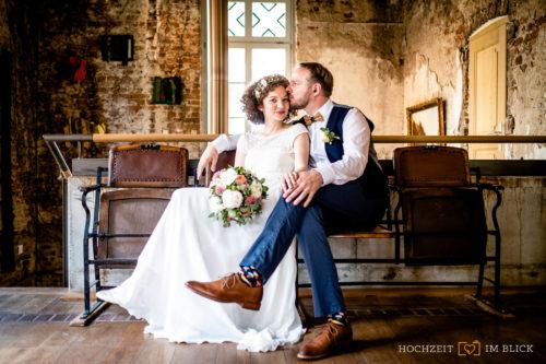 Im Winter können auch schöne Hochzeitsfotos in Räumen entstehen.