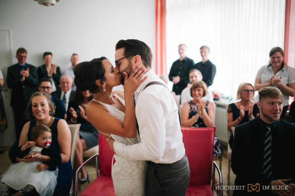 Trauung im Wolfsburger Standesamt. Fotografiert von unserem Hochzeitsfotografen Yoav.